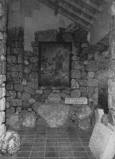 interior da capelado cemitério com o quadro São francisco falando comos pássaros